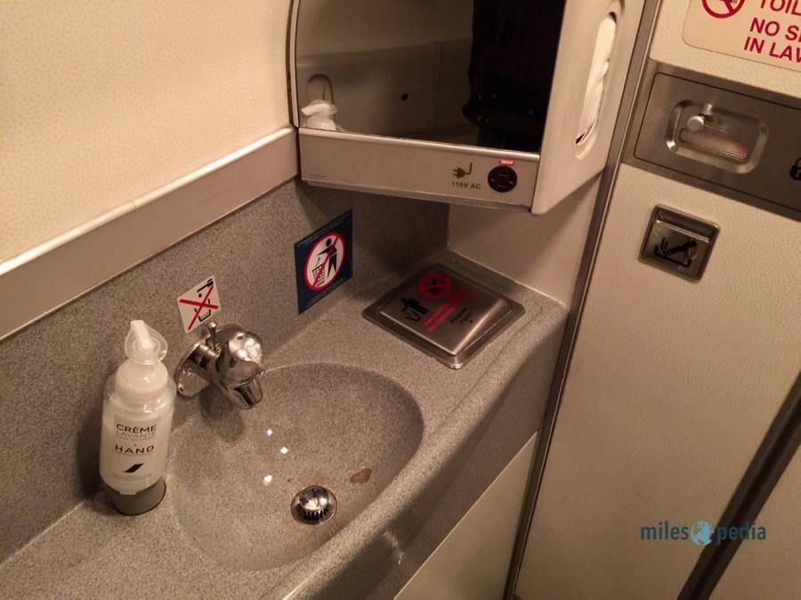 Toilettes au fond de l'appareil - Air France AF347
