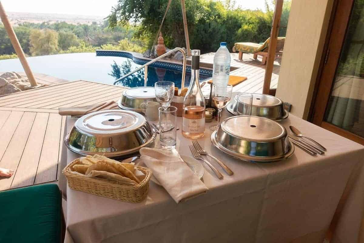 al-maha-bedouin-suite-repas-