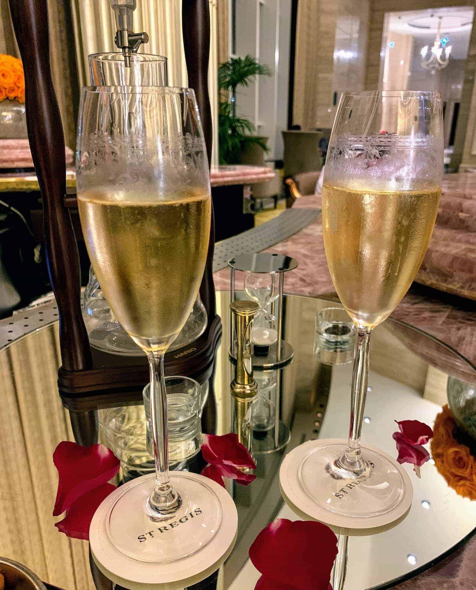 coupes de champagne qu bar