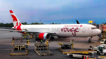featured air canada rouge 1