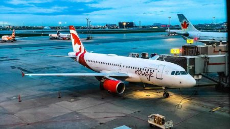 featured air canada rouge 2