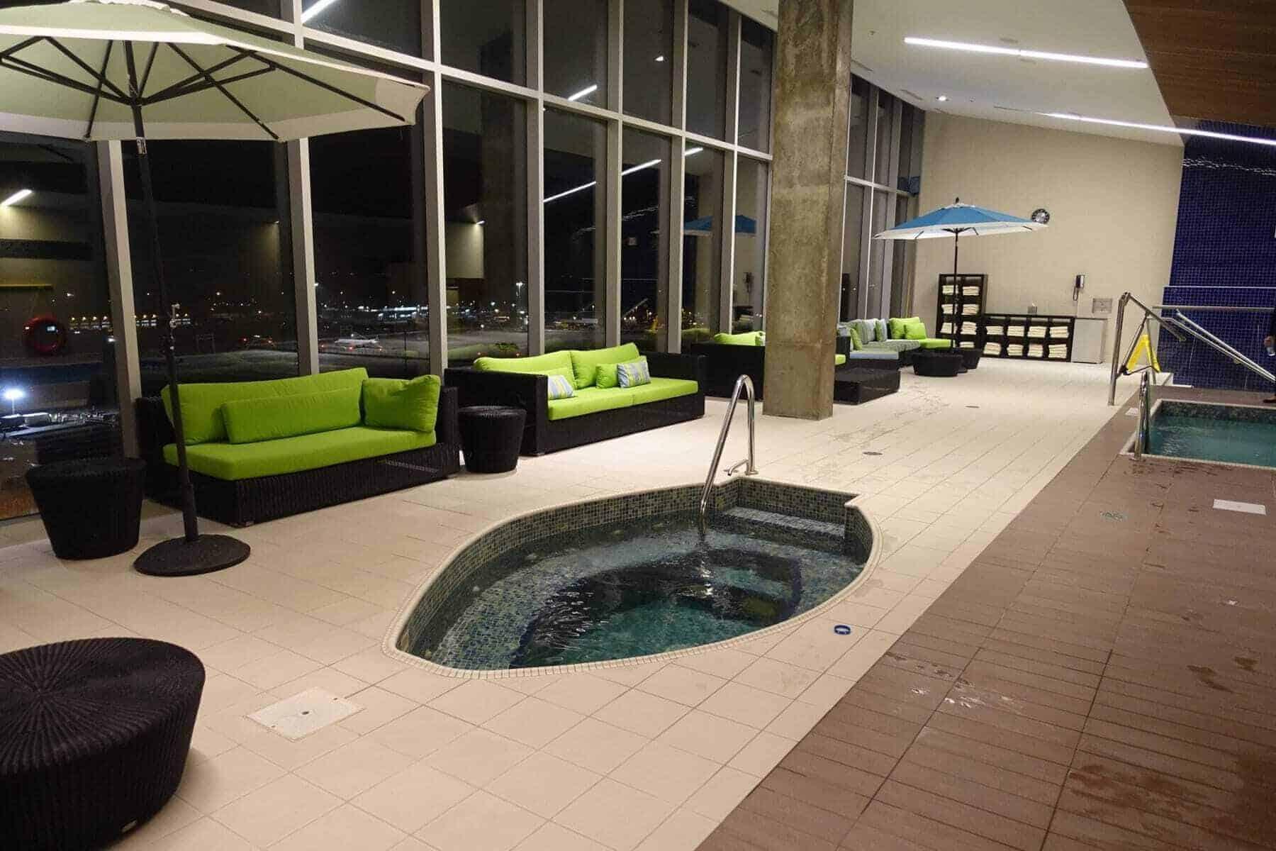 marriott terminal aeroport montreal yul - piscine