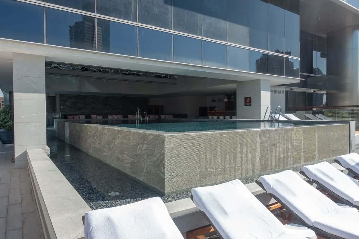 renaissance downtown hotel dubai piscine 02