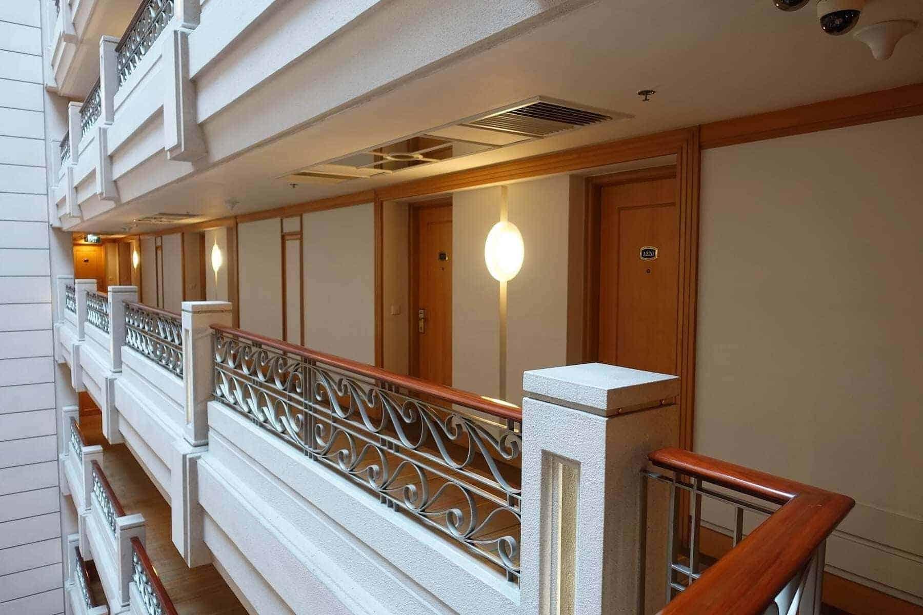 renaissance riverside saigon lobby 01