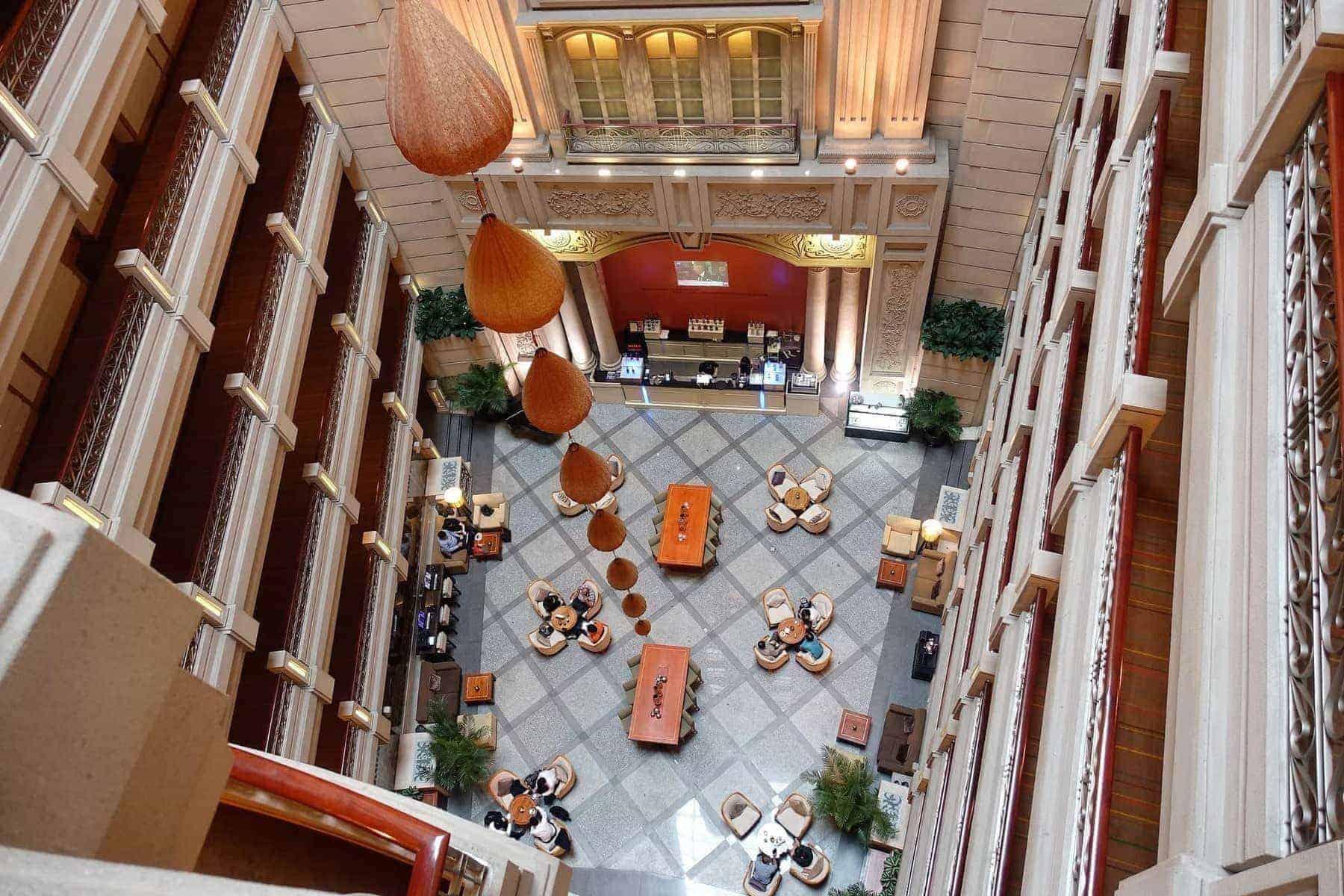renaissance riverside saigon lobby 02