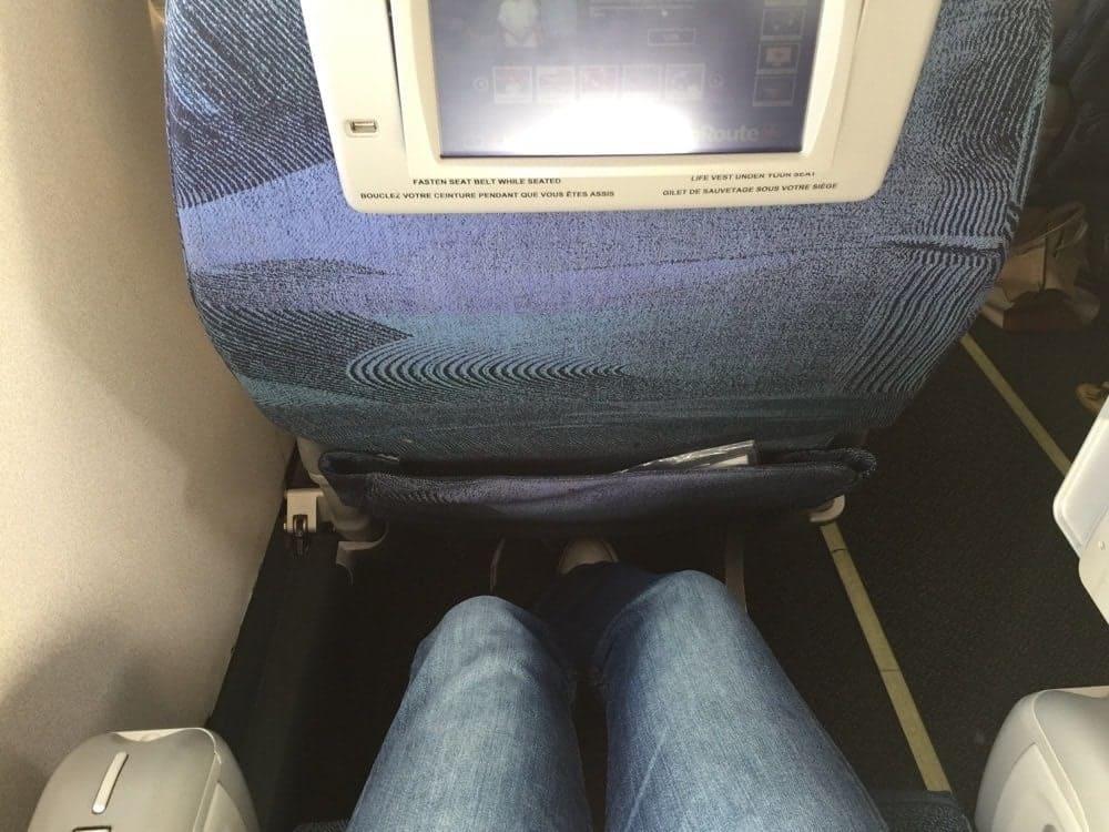 Espace aux jambes très correct - Air Canada Classe Affaires ERJ175