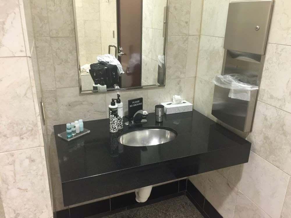 Douche - Salon United Terminal C Newark EWR