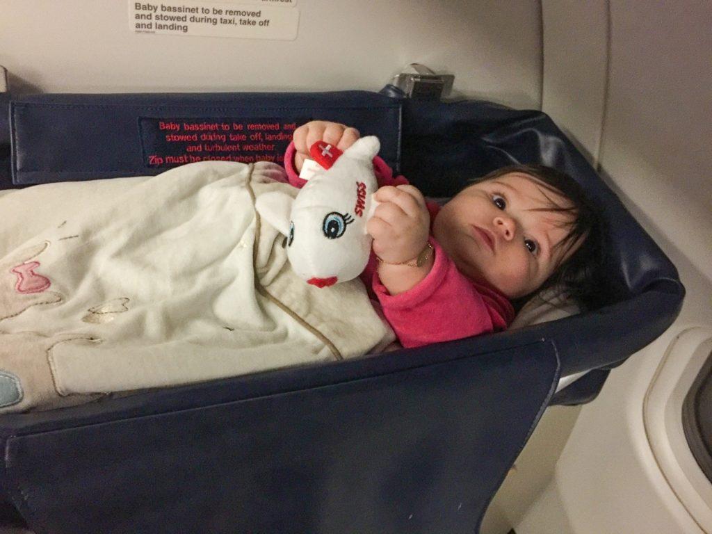 La bassinette... ou l'art de tenter d'endormir bébé en avion