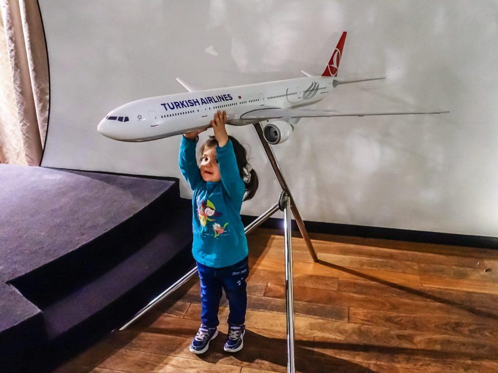 Alexandra au Salon VIP de Turkish Airlines à Istanbul