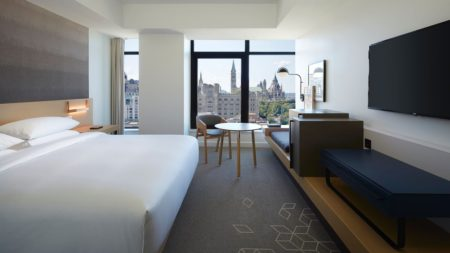 Andaz Ottawa Byward Market P King Room with City View.x